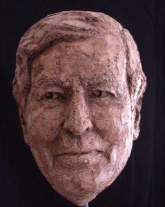 Bronzen beeld Prins Claus von Amsberg vooraanzicht