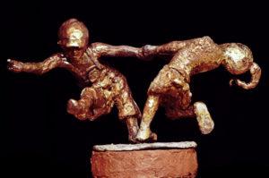 spelende kinderen in brons