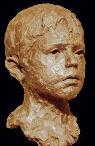 jongens portret in brons